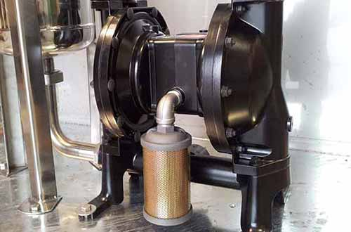 Nice and gentle pumps for oil separators